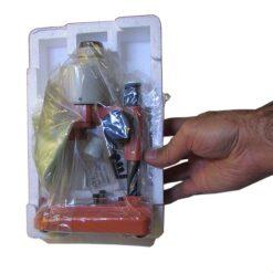 پکیج بینوکولار 50 برابر و ابعاد آن در کنار دست